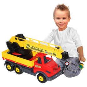 Dziecko bawiące się dźwigiem budowlanym