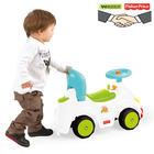 Bawiące się dziecko samochodzikiem